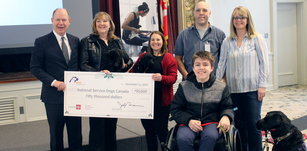 Jeff Macoun presenting cheque to National Service Dogs.